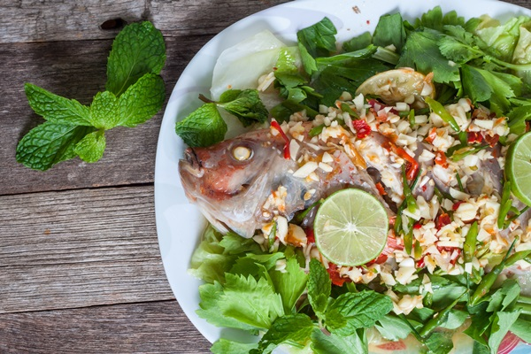 Steamed fish with lemon.