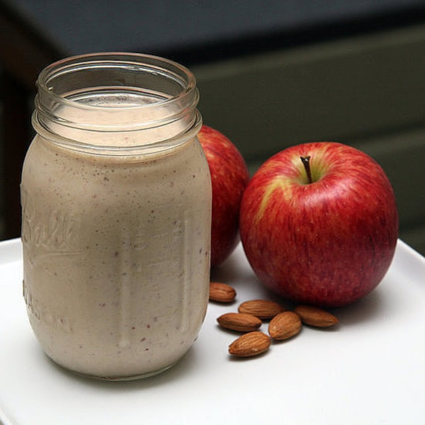 Apple-Cinnamon-Breakfast-Smoothie