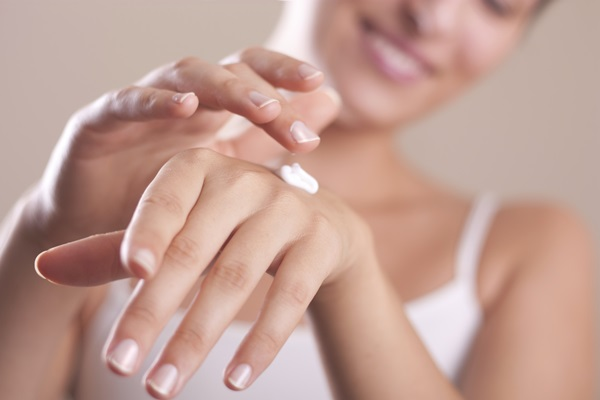 4-ways-to-fill-the-moisturizer-to-keep-the-skin-moist-all-winter (4)