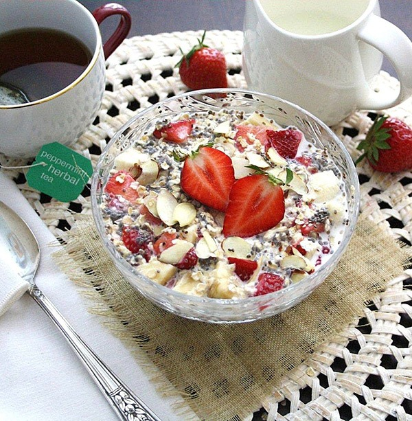 strawberry-almond-oats