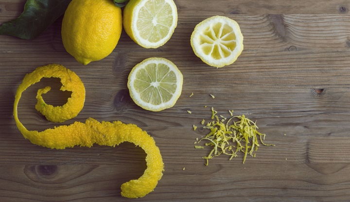 Lemon slices and zest