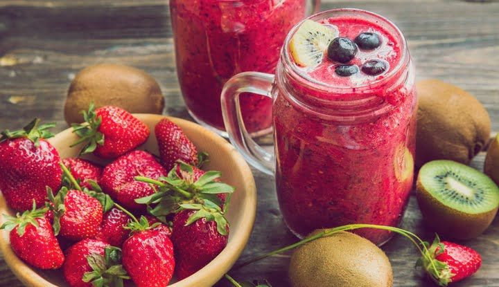 Smoothie with strawberries, kiwi and blueberries in jars