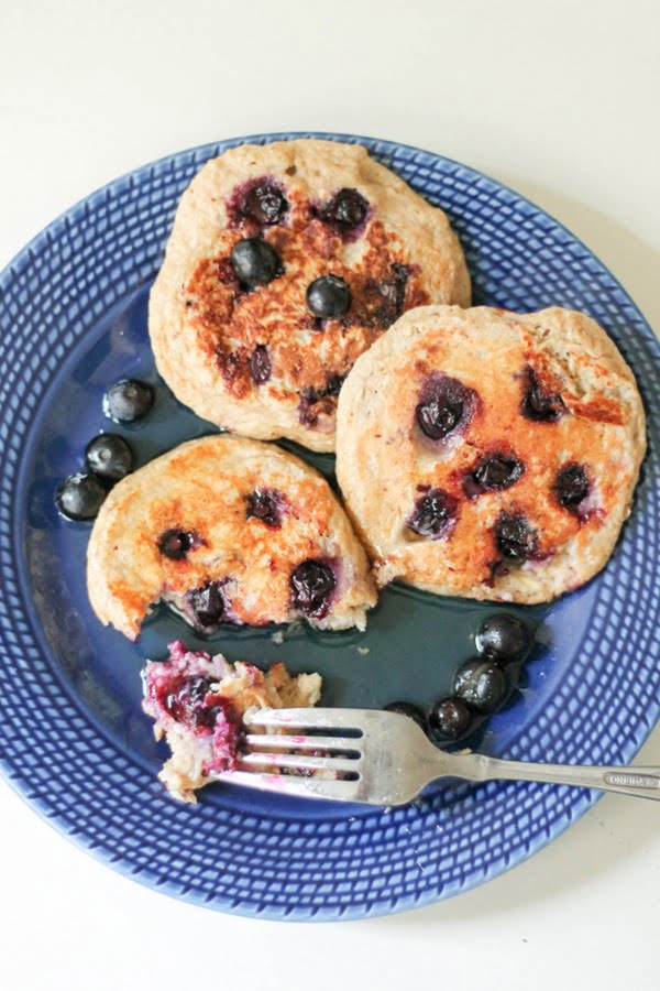 oatmeal-blueberry-yogurt-pancakes-3