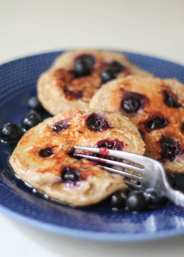 oatmeal-blueberry-yogurt-pancakes-4