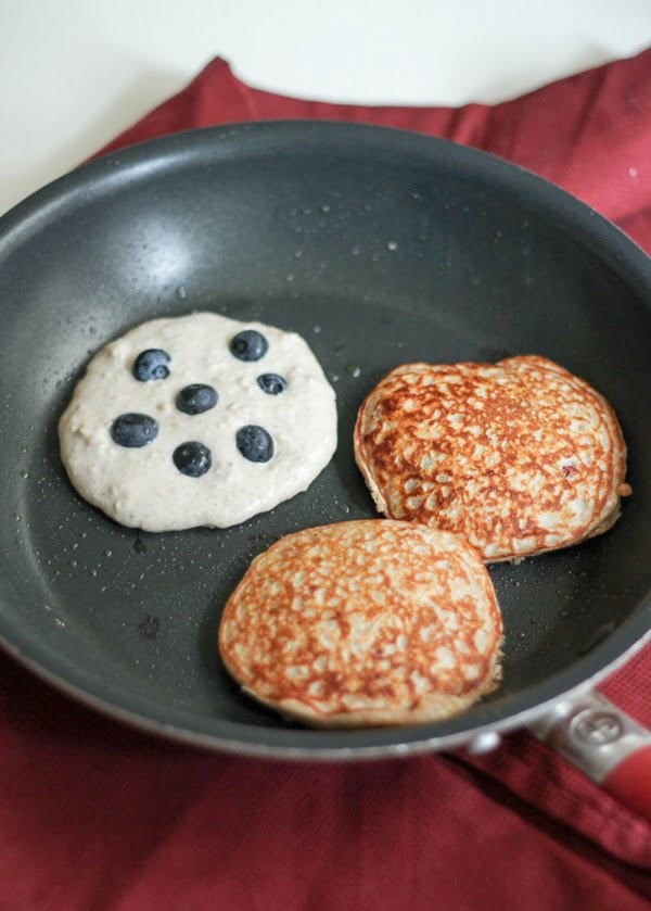 oatmeal-blueberry-yogurt-pancakes-5