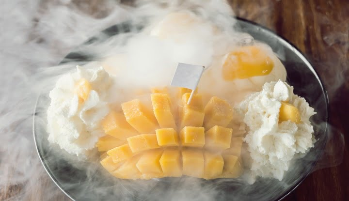 Thai style mango Ice Cream Set and dry ice