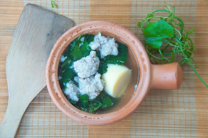 Ivy gourd soup with minced pork and egg tofu