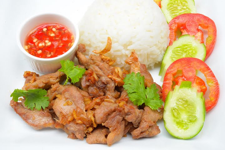 Thai style food, pork fried with crunchy garlic