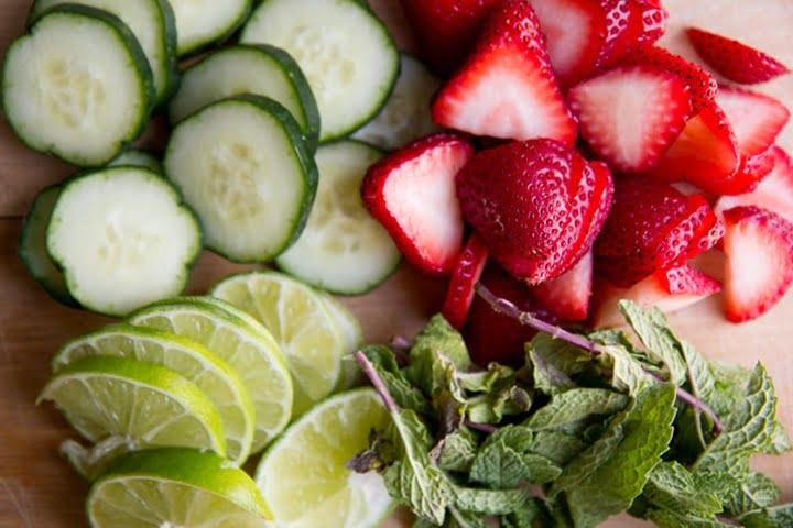 strawberry-lime-cucumber-and-mint-infused-water-2