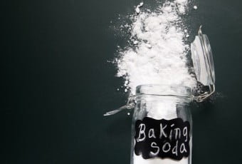 treatment-hands-with-baking-soda