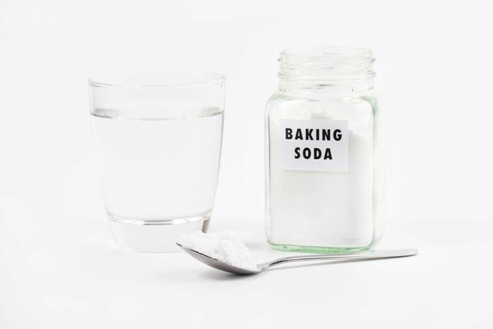 baking-soda-for-treat-bad-smell-of-foot-1