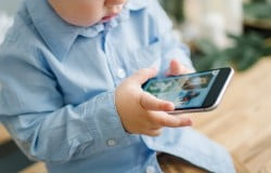 tablet-smartphone-affect-child-to-be-hyperactive