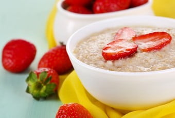 strawberry-oats-recipe-with-black-spots