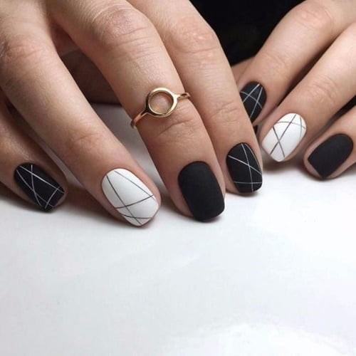 nails-art-is-black-1