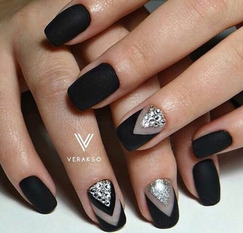 nails-art-is-black-10