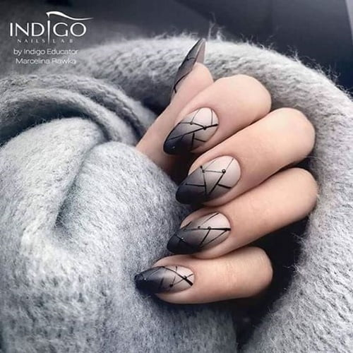 nails-art-is-black-11