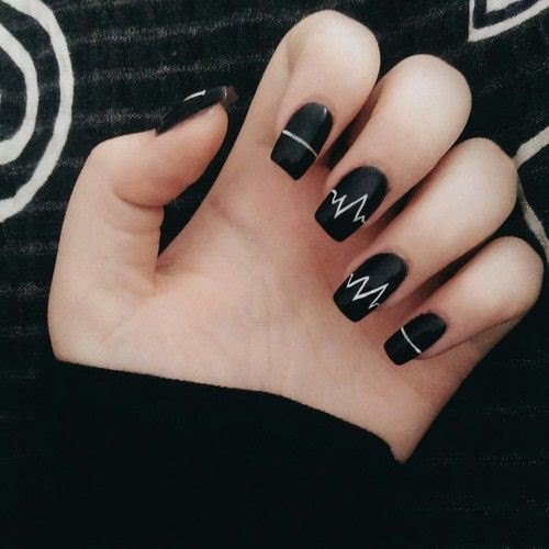 nails-art-is-black-14