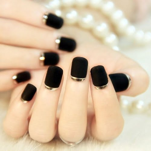 nails-art-is-black-17