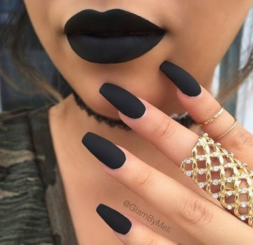 nails-art-is-black-5