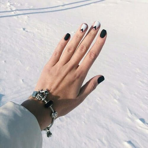nails-art-is-black-7