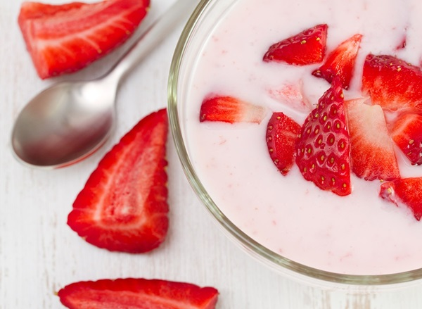 strawberry-yogurt-best-yogurts-for-weight-loss