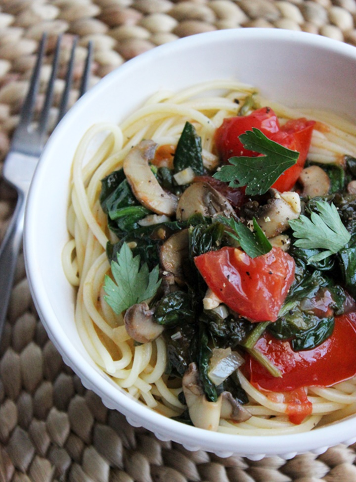 Spaghetti With Spinach in a White Wine Garlic Sauce 1