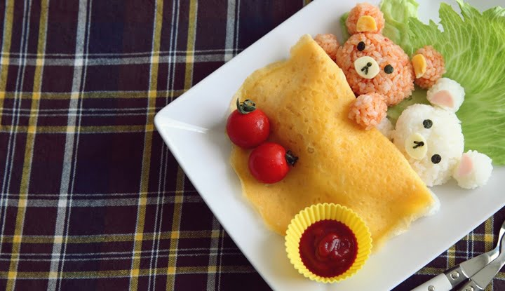 Homemade Bear Shaped Omelet Rice