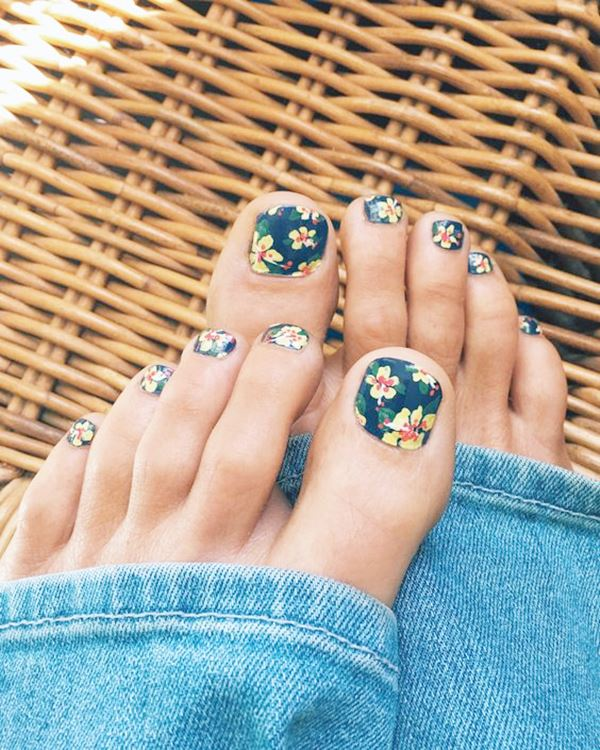 12-ideas-foot-nails-12
